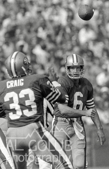 San Francisco 49ers vs. Philadelphia Eagles at Candlestick Park Sunday, November 3, 1985..49ers beat the Eagles 24-13.San Francisco 49ers Quarterback Matt Cavanaugh (6) passes to San Francisco 49ers Running Back Roger Craig (33)..