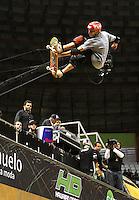 ATENCÃO EDITOR: FOTO EMBARGADA PARA VEICULO INTERNACIONAL - SÃO PAULO, SP, 30 SETEMBRO 2012 -  PRO RAD JUMP FESTIVAL - Final Skate Vertical Professional do Pro Rad Jump Festival Que teve o skater Rony Gomes (foto) como terceiro colocado, o festival aconteceu no Ginásio do Ibirapuera no Ibirapuera na zona sul da capital paulista nesse domingo,30. (FOTO: LEVY RIBEIRO / BRAZIL PHOTO PRESS)
