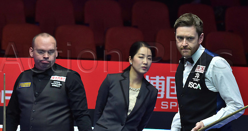 01.04.2016. Beijing, China.  Ricky Walden (R) of England prepares to take a shot during the match against compatriot Stuart Bingham at the 2016 World Snooker China Open in Beijing, capital of China, April 1, 2016.