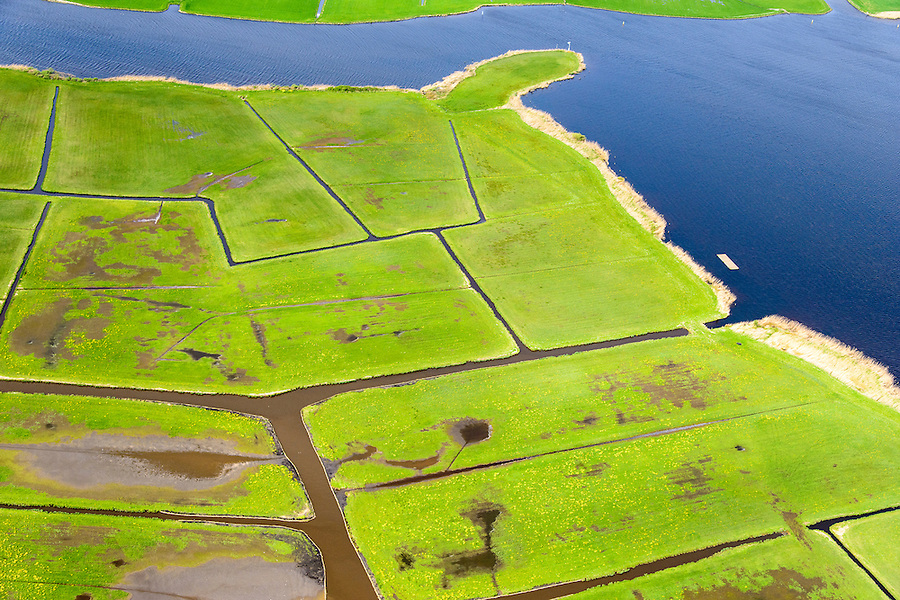 Nederland, Zuid-Holland, Kagerplassen, 09-04-2014; Lakerpolder in de Kager Plassen, in gebruik as grasland voor de veeteelt. De omringende veenplassen zijn ontstaan door het ontginnen van veen. <br /> Peat Lakes, western part of Holland, caused by the reclaiming of peat.<br /> luchtfoto (toeslag op standaard tarieven);<br /> aerial photo (additional fee required);<br /> copyright foto/photo Siebe Swart.