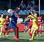 BREDA - keeper Melanie Garcia (Esp)  met Jinrong Zhang (Chn)  tijdens Spanje-China bij de 4 Nations Trophy dames 2018 .  COPYRIGHT  KOEN SUYK