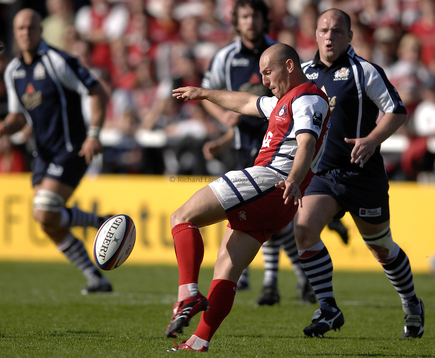 Photo: Richard Lane..Gloucester Rugby v Bristol Rugby. EDF Anglo-Welsh Cup. 07/10/2006. .Gloucester's Ludovic Mercier kicks.