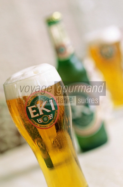 """Europe/France/Aquitaine/64/Pyrénées-Atlantiques/Saint-Jean-de-Luz: Au bar """"La Suisse"""", place Louis XIV, la bière basque Eki"""