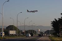 GUARULHOS, SP, 29/06/2012, CENAS DE POUSO EM CUMBICA.  Aviao pousando no aeroporto de Cumbica na manha de hoje (29)  Luiz Guarnieri/ Brazil Photo Press.