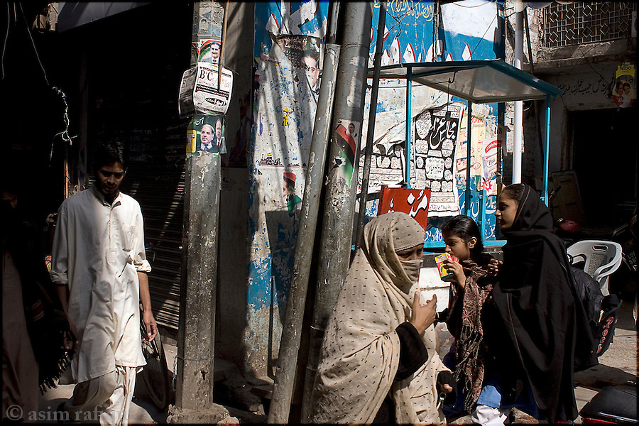 street scene in the old city of lahore