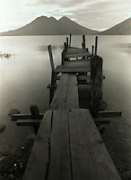 Muelle, Lago de Atitlán, Guatemala, 1996.