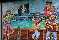 """Iles Bahamas / New Providence et Paradise Island / Nassau: Détail du mur peint enseigne du pub du Musée """"Pirates of Nassau"""" de Nassau en mémoire des pirates bien célèbres King Steet et George Street"""