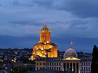 Sameba-Kathedrale und Präsidentenpalast in Awlabari, Tiflis – Tbilissi, Georgien, Europa<br /> Sameba cathedral and presidential palace in Awlabari Tbilisi, Georgia, Europe