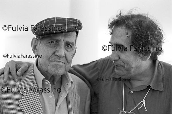 Festival di Venezia 1999 _ Rodolfo Sonego, sceneggiatore e Tatti Sanguineti<br /> fotografati nel Palazzo del Cinema in occasione della proiezione speciale del film ritrovato &quot;Tot&ograve; e Carolina&quot;