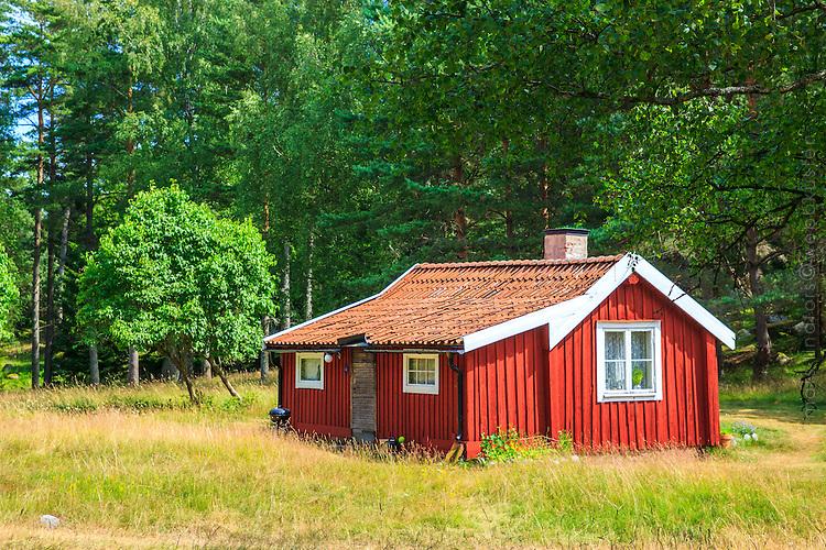 Faluröd stuga torp på Nåttarö i Stockholms skärgård
