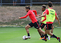 Goncalo Paciencia (Eintracht Frankfurt) gegen Jonathan de Guzman (Eintracht Frankfurt) - 28.08.2018: Eintracht Frankfurt Training, Commerzbank Arena, DISCLAIMER: DFL regulations prohibit any use of photographs as image sequences and/or quasi-video.