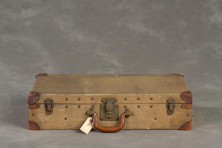 Willard Suitcases / Louise H / ©2014 Jon Crispin