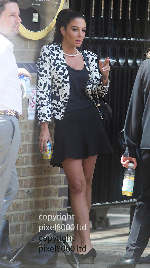 Pic shows: Tulisa Contostavlos lunches near at Southwark Crown  Court today with a cigarette and can of drink and checks if her makeup make up is perfect.<br /> <br /> Smoking<br /> <br /> <br /> <br /> <br /> <br /> Pic by Gavin Rodgers/Pixel 8000 Ltd
