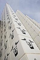 Europe/France/Provence-Alpes-Côtes d'Azur/06/Alpes-Maritimes/Alpes-Maritimes/Arrière Pays Niçois/Tende: Le Musée des Merveilles- Détail de la façade et du parvis  ornés de motifs rupestre de la Vallée des Merveilles  prés du  Mont Bégo