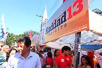 SAO PAULO, 26 DE AGOSTO DE 2012. ELEICOES 2012 - FERNANDO HADDAD. O candidato a prefeitura de Sao Paulo pelo PT, Fernando Haddad, visita na tarde deste domingo a Feira da Vila Madalena, tradicional evento de artesanato, moda e gastronomia que acontece nas ruas do bairro da Vila Madalena, zona oeste da capital paulista. FOTO: ADRIANA SPACA - BRAZIL PHOTO PRESS