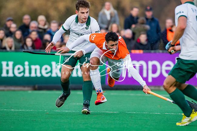 BLOEMENDAAL - Glenn Schuurman (Bldaal) met Tristan Algera (Rdam)  tijdens  hoofdklasse competitiewedstrijd  heren , Bloemendaal-Rotterdam (1-1) .COPYRIGHT KOEN SUYK