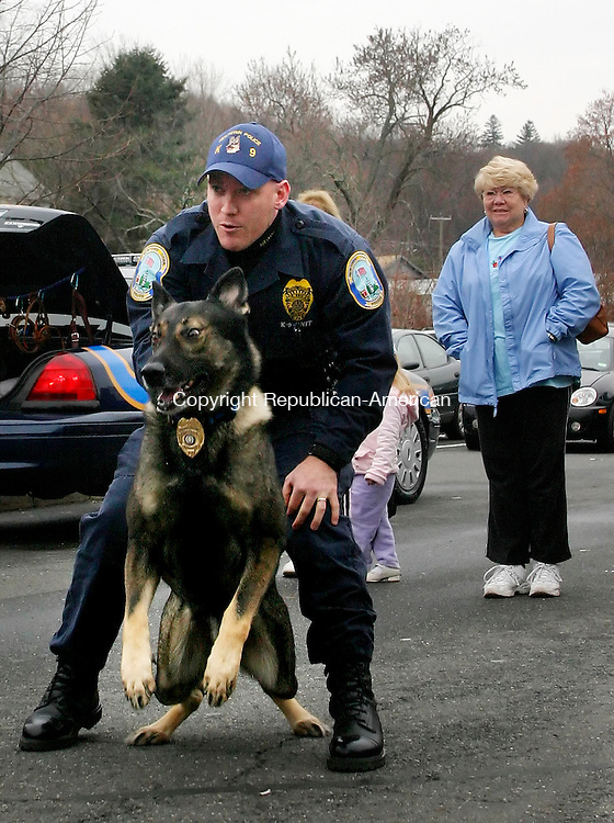 WATERTOWN, CT. 13 NOVEMBER 14_NEW_111308DA05.jpg- Newtown Officer Andy Stinson demonstrates with K-9 unit Baro, during a ceremony outside Adams Supermarket in Watertown Thursday. The Watertown Police Department received a five thousand dollar check during the event for a new K-9.  REPUBLICAN/AMERICAN  Darlene Douty