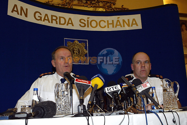 GARDA COMMISSIONER NOEL CONROY AND SUPERINTENDENT KEVIN O' DONOHOE, TALKING TO REPORTERS AT GARDA HEADQUARTERS TODAY..PIC: M O'NEILL/ALLPIX/18/02/05.
