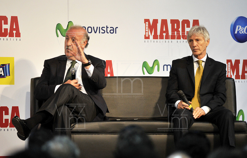 BOGOTA - COLOMBIA - 07 - 05 - 2013: Vicente del Bosque (Izq.),  director técnico de la Selección Española de Futbol y Jose Pekerman (Der.), director técnico de la Selección Colombiana de Futbol durante Foro en Bogota, mayo 7 de 2013.  El diario Marca Colombia, en su lanzamiento realizo el I FORO COLOMBIA Y ESPAÑA, RUMBO AL MUNDIAL BRASIL2014, (Foto. VizzorImage / Luis Ramirez / Staff). Vicente del Bosque (L) head coach of the Spanish National Football team, and Jose Pekerman (R) head coach of the Colombian National Football Team during forum in Bogota, May 7, 2013. The newspaper Marca Colombia, at launch I performed the FORUM COLOMBIA AND SPAIN, WAY TO WORLD BRASIL 2014, (Photo. VizzorImage / Luis Ramirez / Staff).