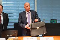 """5. Sitzung des Unterausschusses des Verteidigungsausschusses des Deutschen Bundestag als 1. Untersuchungsausschuss am Donnerstag den 21. Maerz 2019.<br /> In dem Untersuchungsausschuss soll auf Antrag der Fraktionen von FDP, Linkspartei und Buendnis 90/Die Gruenen der Umgang mit externer Beratung und Unterstuetzung im Geschaeftsbereich des Bundesministeriums fuer Verteidigung aufgeklaert werden. Anlass der Untersuchung sind Berichte des Bundesrechnungshofs ueber Rechts- und Regelverstoesse im Zusammenhang mit der Nutzung derartiger Leistungen.<br /> Einziger Tagesordnungspunkt war die Konstituierung des Unterausschusses als Untersuchungsausschuss.<br /> Im Bild: Ruediger Lucassen, Obmann der Rechtspartei """"Alternative fuer Deutschland"""", AfD.<br /> 21.3.2019, Berlin<br /> Copyright: Christian-Ditsch.de<br /> [Inhaltsveraendernde Manipulation des Fotos nur nach ausdruecklicher Genehmigung des Fotografen. Vereinbarungen ueber Abtretung von Persoenlichkeitsrechten/Model Release der abgebildeten Person/Personen liegen nicht vor. NO MODEL RELEASE! Nur fuer Redaktionelle Zwecke. Don't publish without copyright Christian-Ditsch.de, Veroeffentlichung nur mit Fotografennennung, sowie gegen Honorar, MwSt. und Beleg. Konto: I N G - D i B a, IBAN DE58500105175400192269, BIC INGDDEFFXXX, Kontakt: post@christian-ditsch.de<br /> Bei der Bearbeitung der Dateiinformationen darf die Urheberkennzeichnung in den EXIF- und  IPTC-Daten nicht entfernt werden, diese sind in digitalen Medien nach §95c UrhG rechtlich geschuetzt. Der Urhebervermerk wird gemaess §13 UrhG verlangt.]"""