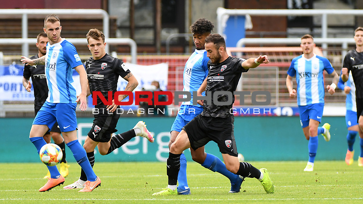 28.06.2020, Hänsch-Arena, Meppen, GER, 3.FBL, SV Meppen vs. FC Ingolstadt 04 <br /> <br /> im Bild<br /> Yannick Osee (SV Meppen, 4) und Fatih Kaya (FC Ingolstadt 04, 9) im Zweikampf, Duell, Laufduell.<br /> <br /> DFL REGULATIONS PROHIBIT ANY USE OF PHOTOGRAPHS AS IMAGE SEQUENCES AND/OR QUASI-VIDEO<br /> <br /> Foto © nordphoto / Paetzel