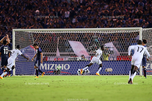 (L to R) Maya Yoshida (JPN), Yuto Nagatomo (JPN), Frank Acheampong (GHA), SEPTEMBER 10, 2013 - Football / Soccer : Frank Acheampong of Ghana scores a goal during the KIRIN Challenge Cup 2013 match <br /> between Japan 3-1 Ghana<br /> at Nissan Stadium in Kanagawa, Japan. <br />  (Photo by Yusuke Nakanishi/AFLO SPORT)