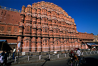 Indien, Rajasthan, Jaipur: Hawa Mahal (Palast der Winde) | India, Rajasthan, Jaipur: Facade of Hawa Mahal (Palace of the Winds)