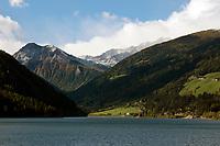 Italien, Suedtirol, Alto Adige-Trentino, bei Meran, im Ultental, das parallel zum Vinschgau verlaeuft und bei Lana im Meraner Becken beginnt, St. Walburg: Zoggler Stausee (Lago di Zoccolo)   Italy, Alto Adige-Trentino, South Tyrol, near Merano, Val d'Ultimo, Santa Valburga: Zoggler reservoir (Lago di Zoccolo)