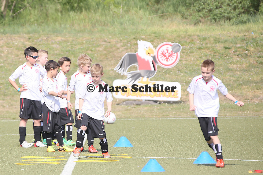 Eintracht Fußballschule trainiert in Frankfurt - Eintracht Frankfurt Training, Commerzbank Arena