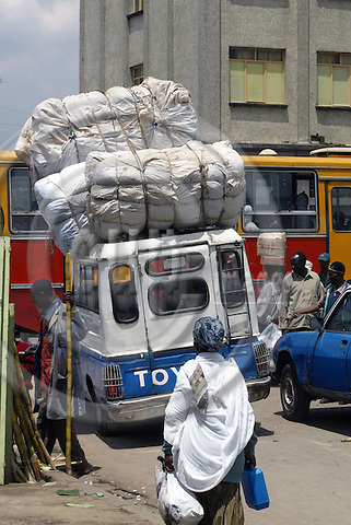 ADDIS ABABA - ETHIOPIA - 10 APRIL 2004-- Street sceene in Addis.-- The Markato is said to be the biggest market in Africa. A overloaded taxi. --PHOTO: JUHA ROININEN / EUP-IMAGES