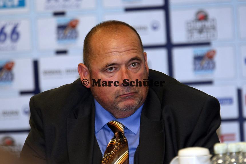 Nationaltrainer Walter Rohlfing (D)<br /> German Bowl XXXI Berlin Adler vs. Kiel Baltic Hurricanes, Commerzbank Arena *** Local Caption *** Foto ist honorarpflichtig! zzgl. gesetzl. MwSt. Auf Anfrage in hoeherer Qualitaet/Aufloesung. Belegexemplar an: Marc Schueler, Alte Weinstrasse 1, 61352 Bad Homburg, Tel. +49 (0) 151 11 65 49 88, www.gameday-mediaservices.de. Email: marc.schueler@gameday-mediaservices.de, Bankverbindung: Volksbank Bergstrasse, Kto.: 151297, BLZ: 50960101