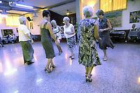 - Milano, circolo Arci Corvetto, pomeriggio danzante....- Milan, social club Arci Corvetto, afternoon of dancing