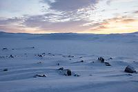 Sonnenuntergang auf der Hochebene Hardangervidda bei Haugastoel in Norwegen im Winter.<br /> Die Hochebene ist ein Plateaufjell in Norwegen und die groesste Hochebene Europas.<br /> 10.1.2020, Haugastoel, Hardangervidda<br /> Copyright: Christian-Ditsch.de<br /> [NUR FUER REDAKTIONELLE ZWECKE! Werbung nur auf Anfrage beim Fotografen.Inhaltsveraendernde Manipulation des Fotos nur nach ausdruecklicher Genehmigung des Fotografen. Vereinbarungen ueber Abtretung von Persoenlichkeitsrechten/Model Release der abgebildeten Person/Personen liegen nicht vor. NO MODEL RELEASE! Don't publish without copyright Christian-Ditsch.de, Veroeffentlichung nur mit Fotografennennung, sowie gegen Honorar, MwSt. und Beleg. Konto: I N G - D i B a, IBAN DE58500105175400192269, BIC INGDDEFFXXX, Kontakt: post@christian-ditsch.de<br /> Bei der Bearbeitung der Dateiinformationen darf die Urheberkennzeichnung in den EXIF- und  IPTC-Daten nicht entfernt werden, diese sind in digitalen Medien nach §95c UrhG rechtlich geschuetzt. Der Urhebervermerk wird gemaess §13 UrhG verlangt.]