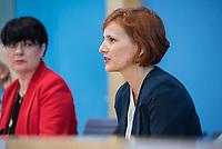 Fraktionsuebergreifend stellten am Montag den 6. Mai 2019 Bundestagsabgeordneten Annalena Baerbock, Bundesvorsitzende Buendnis 90 / Die Gruenen; Katja Kipping, Parteivorsitzende der Linkspartei (rechts im Bild); Christine Aschenberg-Dugnus, gesundheitspolitische Sprecherin der FDP-Bundestagsfraktion (links im Bild); Hilde Mattheis, SPD und Karin Maag, gesundheitspolitische Sprecherin der CDU/CSU-Bundestagsfraktion einen alternativen Gesetzentwurf zur Organspende vor. Im Gegensatz zum Organspendegesetz von Gesundheitsminister Jens Spahn, setzten die Abgeordneten auf Freiwilligkeit zur Organspende und nicht auf die automatische Zustimmung, wenn kein Widerspruch vorliegt.<br /> 6.5.2019, Berlin<br /> Copyright: Christian-Ditsch.de<br /> [Inhaltsveraendernde Manipulation des Fotos nur nach ausdruecklicher Genehmigung des Fotografen. Vereinbarungen ueber Abtretung von Persoenlichkeitsrechten/Model Release der abgebildeten Person/Personen liegen nicht vor. NO MODEL RELEASE! Nur fuer Redaktionelle Zwecke. Don't publish without copyright Christian-Ditsch.de, Veroeffentlichung nur mit Fotografennennung, sowie gegen Honorar, MwSt. und Beleg. Konto: I N G - D i B a, IBAN DE58500105175400192269, BIC INGDDEFFXXX, Kontakt: post@christian-ditsch.de<br /> Bei der Bearbeitung der Dateiinformationen darf die Urheberkennzeichnung in den EXIF- und  IPTC-Daten nicht entfernt werden, diese sind in digitalen Medien nach §95c UrhG rechtlich geschuetzt. Der Urhebervermerk wird gemaess §13 UrhG verlangt.]