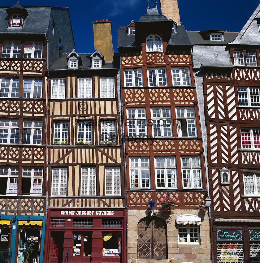 France, Brittany, Département Ille-et-Vilaine, Rennes: Half timbered houses | Frankreich, Bretagne, Département Ille-et-Vilaine, Rennes: zum Teil windschiefe Fachwerkhaeuser in der Altstadt