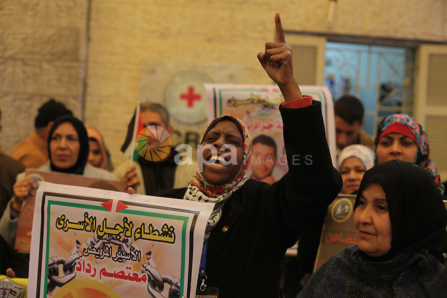 Palestinians take part in a protest demanding the release of their relatives prisoners held in Israeli jails, in front of the Red Cross office in Gaza City, on Feb. 10, 2014. Photo by Ashraf Amra