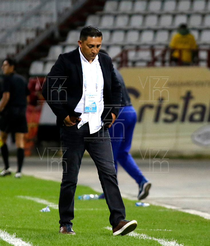 MANIZALES-COLOMBIA, 21-08-2019: Harold Rivera, técnico de Patriotas Boyacá, durante partido de la fecha 7 entre Once Caldas y Patriotas Boyacá, por la Liga de Aguila II 2019 en el estadio Palogrande en la ciudad de Manizales. / Harold Rivera, coach of Patriotas Boyaca,  during a match of the 7th date between Once Caldas and Patriotas Boyaca, for the Aguila Leguaje II 2019 at the Palogrande stadium in Manizales city. Photo: VizzorImage  / Santiago Osorio / Cont.