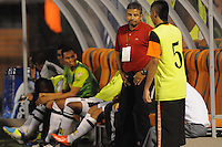 ENVIGADO -COLOMBIA-25-08-2013. Guillermo Berrio técnico de Alianza Petrolera gesticula durante partido contra Envigado válido para la fecha 6 de la Liga Postobón II 2013 jugado en el Parque Estadio de la ciudad de Envigado./ Alianza Petrolera coach Guillermo Berrio Osorio gestures during match against Envigado valid for the 6th date of the Postobon League II 2013 at Parque Estadio in Envigado city.  Photo:VizzorImage/Luis Ríos/STR