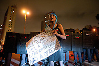 SAO PAULO, SP, 04.09.2014 -  Manifestantes protestam contra a lei que proíbe o uso de máscaras em protestos, na Praça Roosevelt durante na cidade de São Paulo, na noite  de Quinta -Feira,04 (Foto:Gabriel Soares/Brazil Photo Press)