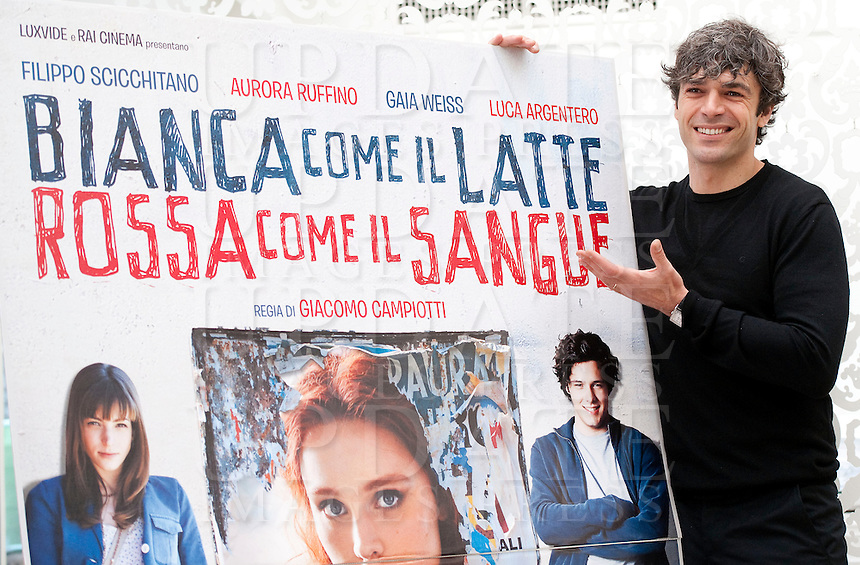 "L'attore Luca Argentero posa durante la presentazione del film ""Bianca come il latte, rossa come il sangue"" a Roma, 26 marzo 2013..Italian actor Luca Argentero poses during a the photocall for the presentation of the movie ""Bianca come il latte, rossa come il sangue""  in Rome, 26 March 2013..UPDATE IMAGES PRESS/Virginia Farneti"