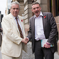 07/11/09 Martin Bell campaigns for John Smeaton