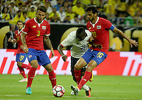 HOUSTON - UNITED STATES, 11-06-2016: Marlos Moreno (C) jugador de Colombia (COL) disputa el balón con Francisco Calvo (Izq) y Bryan Ruiz (Der) jugadores de Costa Rica (CRC) durante partido del grupo A fecha 3 por la Copa América Centenario USA 2016 jugado en el estadio NRG en Houston, Texas, USA. /  Marlos Moreno (C) player of Colombia (COL) fights the ball with Francisco Calvo (L) and Bryan Ruiz (R) players of Costa Rica (CRC) during match of the group A date 3 for the Copa América Centenario USA 2016 played at NRG stadium in Houston, Texas ,USA. Photo: VizzorImage/ Luis Alvarez /Str