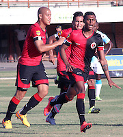 CÚCUTA -COLOMBIA, 20-09-2015.  Estefano Arango (Der.) jugador del Cucuta Deportivo celebra un gol en contra de Jaguares FC durante partido por la fecha 13 de la Liga Águila II 2015 disputado en el estadio General Santander de la ciudad de Cúcuta./ Estefano Arango player of Cucuta Deportivo celebrates a goal scored to Jaguares FC during match for the 13th date of the Aguila League II 2015 played at the General Santander Stadium in Cucuta city. Photo: VizzorImage/Manuel Hernandez/