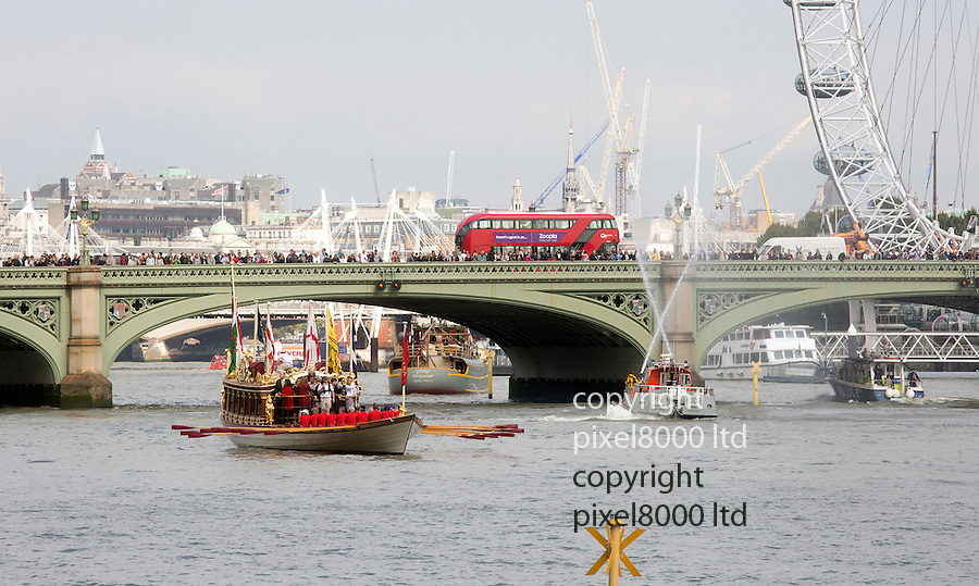 Pic shows: Britain celebrated Queen Elizabeth II becoming the country's longest-serving monarch on Wednesday with a flotilla down the River Thames<br /> <br /> Crowds lined the banks and bridges as the Gloriana row barge made it journey down<br /> <br /> <br /> <br /> Pic by Gavin Rodgers/Pixel 8000 Ltd