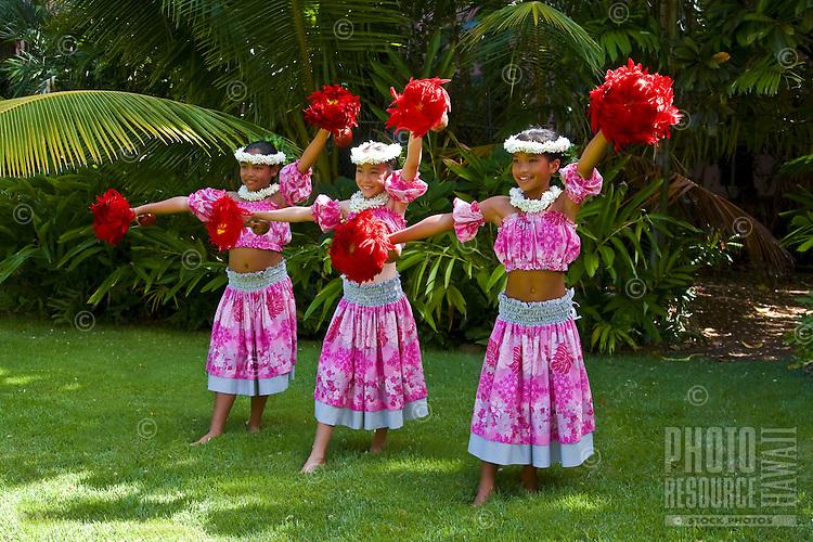 Pretty Hawaiian girls dancing, Oahu, Hawaii