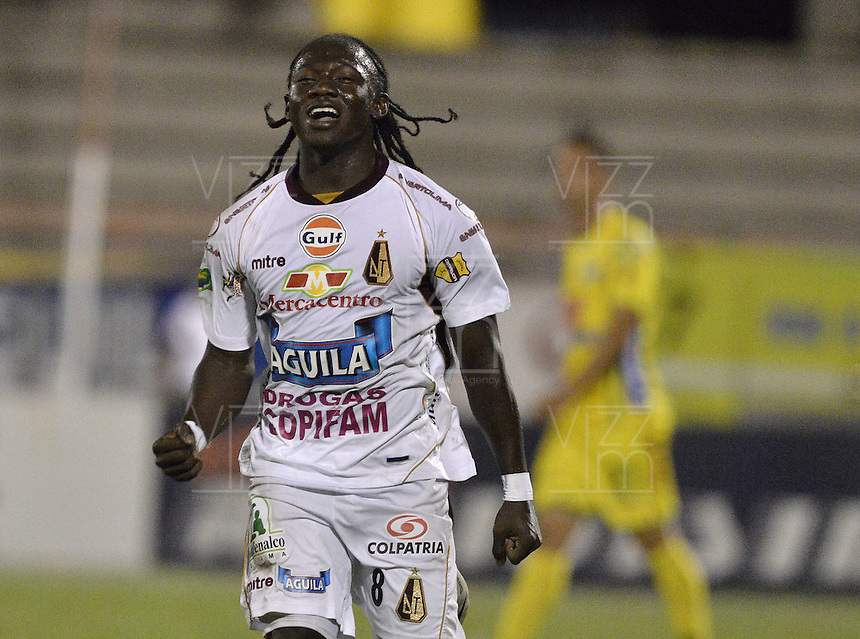NEIVA, COLOMBIA, 28-08-2013 YimmyChara jugador del Deportes Tolima celebra un gol durante partido contra Atlético Huila válido por la séptima fecha de la Liga Postobón II 2013 jugado en el estadio Guillermo Plazas Alceid de la ciudad de Neiva./ Deportes Tolima player xxxx celebrates a goal during match against Atletico Huila valid for the 7th date of the Postobon  League II 2013 played at Guillermo Plazas Alcid in Neiva city. VizzorImage/Gabriel Aponte/Str