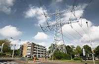 Nederland Zaandam 2019. Hoogspanningsmast naast een flat. Foto Berlinda van Dam / Hollandse Hoogte
