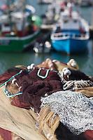 Europe/France/Aquitaine/64/Pyrénées-Atlantiques/Pays Basque/Saint-Jean-de-Luz:  le port de pêche - Filets de pêche et bateaux de Pêche
