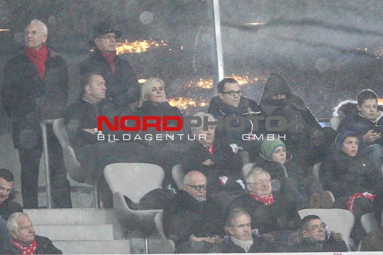 14.12.2013, Allianz Arena, Muenchen, GER, 1.FBL,  FC Bayern Muenchen vs. Hamburger SV, im Bild <br /> <br /> Bastian Schweinsteiger (Muenchen #31) dick eingepackt mit Kaputze uf der Bayern Tribune -obere Reihe rechts mit Schal<br /> <br /> Foto &not;&copy; nordphoto / Straubmeier *** Local Caption ***
