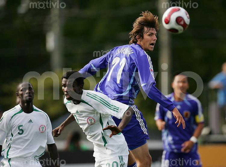 Fussball International U 20 WM  Japan vs Nigeria Mike HAVENAAR (JPN, r) gegen Moses ADAMS (NGA).